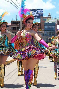 Thalia Gomez y grupo Morenada Porteño en Festival de la Candelaria - Puno http://www.southamericaperutours.com/