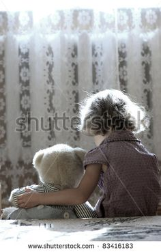 Kind En Knuffel Stockfoto's, afbeeldingen & plaatjes | Shutterstock