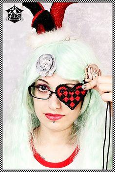 Uniquekerer Geekier - Goldfishdreams - Modelling  Alternative, Uniquekerer, Heart, Cute, Geeky, Geek Chic, Nerdy, Geisha Wigs, Pastel, Jewelry, Hama, Craft, Kawaii, Retro, Handmade, Pixel Art,  http://www.goldfishdreams.net