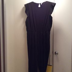 Black short sleeve jumpsuit Black short sleeve jumpsuit. Skinny leg with small opening in back. Asos US 20, but can fit a 22 or 24 because of the stretch ASOS Pants Jumpsuits & Rompers