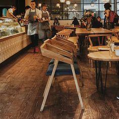Стул Mohawk. Цена 3783 грн. Стул из массива дуба. Мягкое сидение, простой дизайн, прочный каркас, удобная посадка. Отлично подойдет для интерьера в современном стиле. KRASKA-необычно просто.(097)087-37-16 #стул#стульякупить#стульядляхорека#стульядляhoreca#хорека#horeca#дизайнхорека#дизайнкафе#дизайнбара#інтерєрбара#інтерєркафе#інтерєрресторана#стільцідляхорека
