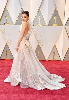 Hailee Steinfeld arrives in Ralph and Russo on the Oscars red carpet for the Academy Awards. 2017 Lauren B Montana Best Dressed Award Iconic Dresses, Oscar Dresses, 50s Dresses, Red Carpet Dresses, Nice Dresses, Wedding Dresses, Oscar Gowns, Elizabeth Hurley, Felicity Jones