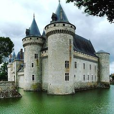 Castle decay at Château de Sully-sur-Loire. Unabandoned in Loches, France 16113948_750916075084083_1640653682720717133_n.jpg (960×960)