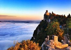 Ridiculously Surreal Sunset Photos of San Marino Backpacking Europe, Europe Travel Tips, San Marino Italy, Beautiful World, Beautiful Places, Explore Dream Discover, Surreal Photos, Travel Expert, Amazing Sunsets