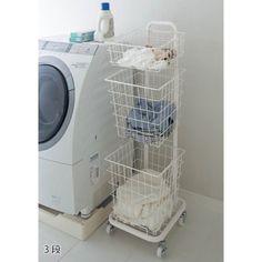 洗濯物を分別、キャスター付きで移動もラク。