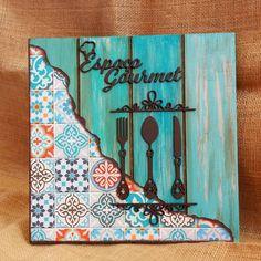 No hay descripción de la foto disponible. Decoupage Vintage, Arte Pallet, Diy And Crafts, Arts And Crafts, Cutlery Holder, Mosaic Madness, Pallet Painting, How To Distress Wood, Mosaic Art