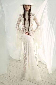A chic boho dress made of soft silk fabric with sparkling designs. wedding gown A chic boho dress made of soft silk fabric with sparkling designs. - Braut, Brautkleider, Brautschuhe, Brauthaar, Braut Make-up Boho Bride, Boho Wedding Dress, Boho Dress, Lace Dress, Dress Up, Hippie Dresses, Chic Dress, Bridal Gowns, Wedding Gowns