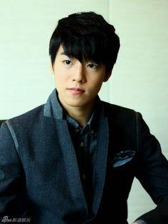 *Lee Hyun Woo   이현우