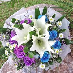 Google Image Result for http://www.buyflower.com.sg/main/images/BF1114E_3_white_lily_with_4_blue_4_purple_Roses_handbouquet.jpg