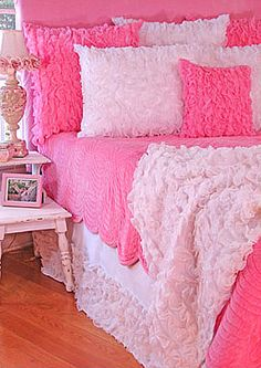 pink bedding - beautiful. I want I want.        -ruffles