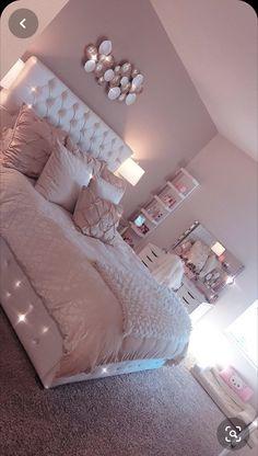 57 best bedroom decor for teen girls dream rooms images in 2018 Small Bedroom Colours, Best Bedroom Colors, Bedroom Color Schemes, Small Room Bedroom, Bedroom Themes, Bedroom Decor, Bedroom Ideas, Master Bedroom, Master Suite