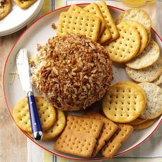 Sweet & Savory Pineapple Cheese Ball Recipe -One of my favorite dishes in childhood was my mom's pineapple and green pepper cheese ball. Now I make it, and it's always a hit. Appetizer Dips, Appetizers For Party, Appetizer Recipes, Party Recipes, Party Snacks, Snack Recipes, Best Cheese Ball Recipe, Cheese Ball Recipes, Cheese Stuffed Peppers