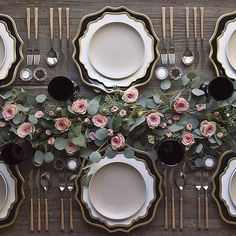 black and gold wedding tablescape with gorgeous greenery ~ we ❤ this! moncheribridals.com