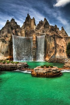 Wonder Mountain, Canada's Wonderland, Vaughan, Ontario | by Chaos2k, via Flickr  http://www.canadaswonderland.com/ -- This doesn't even look real!