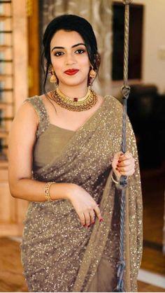 Party Wear Sarees, Fancy Sarees, Indian Beauty Saree, Indian Sarees, Beautiful Saree, Beautiful Dresses, Beautiful Women, Diwali Dresses, Golden Saree