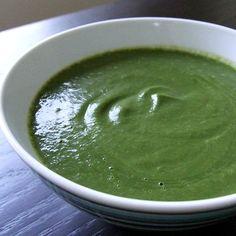 Vellutata di spinaci Bimby, da servire con un filo d'olio a crudo e dadini di feta. Vediamo come prepararla. Ingredienti: 200 gr di spinaci, 1 cipolla, ...