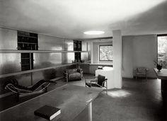 Bibliothek im ersten Stock des Musikpavillons der Villa Church, Ville-d'Avray; Architekten: Le Corbusier und Pierre Jeanneret, Interieur: Charlotte Perriand, 1928  |  © G. Thiriet/Archives Charlotte Perriand, Paris