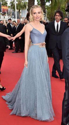 CANNES FESTIVAL 2015: Sienna Miller a pasit pe covorul rosu intr-o creatie Gucci.  Vezi rochiile Gucci din colectia noastra: http://www.dressbox.ro/gucci