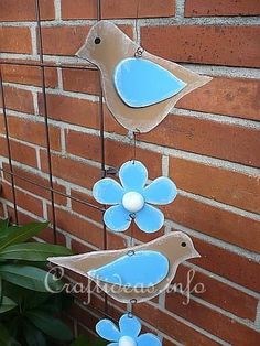 Spring Wood Craft - Birds and Flowers Hanging Decoration Bird Crafts, Wooden Crafts, Diy And Crafts, Scrap Wood Projects, Craft Projects, Craft Ideas, Hanger Crafts, Wood Animal, Wood Flowers
