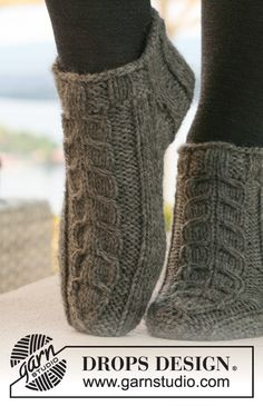 Alaskan cables / DROPS – free knitting patterns by DROPS design – Socken… – Knitting Socks İdeas. Knitting Stitches, Knitting Socks, Knitting Patterns Free, Free Knitting, Free Pattern, Knitting Designs, Finger Knitting, Scarf Patterns, Knitting Machine