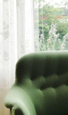 Soffan Runda Samsas i grönt ulltyg #carlmalmsten #soffa #grön #sommar #vardagsrum