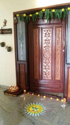Wooden Front Door Design, Diwali Decorations At Home, India Home Decor, Home Entrance Decor, Pooja Room Door Design, Indian Home Design, Traditional Doors, Home Decor Furniture, Ana Rosa
