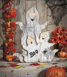 diy halloween decorations for inside Lighted Halloween Scene-cute idea for DIY Halloween decor Halloween Wood Crafts, Fröhliches Halloween, Halloween Porch Decorations, Outdoor Halloween, Halloween Projects, Holidays Halloween, Halloween Wood Signs, Halloween Costumes, Halloween Items