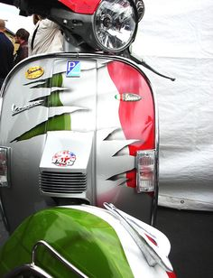 italy in vespa Mod Scooter, Best Scooter, Scooter Motorcycle, Scooter Girl, Motorcycle Design, Piaggio Vespa, Lambretta Scooter, Sidecar, Lml Vespa