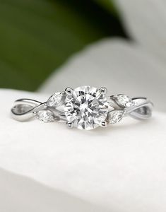 Petite Luxe Twisted Vine Diamond Ring