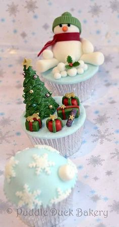 Cupcakes to December Christmas Cake Pops, Christmas Sweets, Christmas Goodies, Christmas Baking, Christmas Time, Fondant Cupcakes, Fun Cupcakes, Winter Cupcakes, Custom Cupcakes