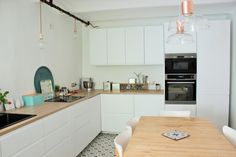 Ikea veddinge kitchen cuisine metod - the baltic post Kitchen On A Budget, Living Room On A Budget, New Kitchen, Kitchen Decor, Kitchen Design, White Ikea Kitchen, White Kitchen Cabinets, Kitchen Countertops, Ikea Ringhult