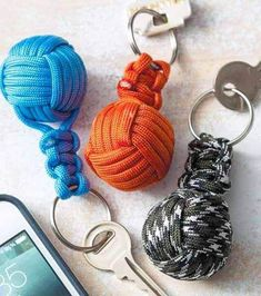 63 Super Awesome DIY Paracord Projects to Realize Paracord Keychain, Diy Keychain, Paracord Bracelets, Keychains, Volleyball Crafts, Volleyball Team Gifts, Volleyball Party, Monkey Knot, Sport Craft