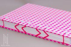 Placid Pink Acid paper notebook. A5 size. Coptic bookbinding in arrow form. Fluor pink thread and endpapers. //  Libreta A5 de papel Placid Pink Acid. Encuadernada en cosido copto en forma de flecha con hilo rosa flúor a conjunto de las guardas.