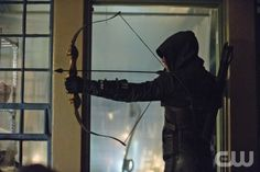 Arrow -- Unfinished Business -- Image AR119a_0058b -- Pictured: Stephen Amell as The Arrow -- Photo: Cate Cameron/The CW --  2013 The CW Network. All Rights Reserved