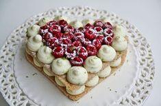 Coeur de dacquoise aux amandes, mousse au mascarpone et chocolat blanc, framboises et citron vert