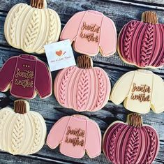It's more than just sweater weather here in Vermont! We had our first winter storm last night! ☃️ Still love these cookies by Fall Decorated Cookies, Fall Cookies, Christmas Sugar Cookies, Iced Cookies, Halloween Cookies, Pumpkin Cookies, Cute Cookies, Royal Icing Cookies, Cupcake Cookies
