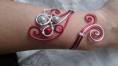 Bracelet N°46, bijoux fantaisie en fil aluminium argenté et rouge : Bracelet par mandy-fantaisie