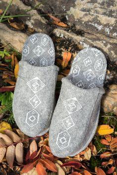 Tossutellen 'Original' wool felt and reindeer leather slippers Leather Slippers, Exciting News, Silk Screen Printing, Handmade Items, Handmade Gifts, Wool Felt, Reindeer, Textile Products, Unisex