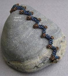 Etsy http://www.etsy.com/listing/154018459/tutorial-bracelet-necklace-ypsilon-pdf?ref=shop_home_active Ypsilon, PerlDesign   http://perldesign.blogspot.de/2013/05/ypsilon-basis-fur-neues.html