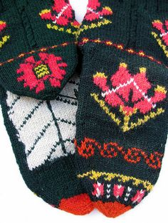 wow - talk about graphics!  beautiful.  Bulgarian slipper socks