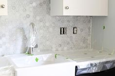 An extremely detailed tutorial on how to install a marble hexagon tile backsplash -- they thought of everything! Hexagon Tile Backsplash, Tile Grout, Hexagon Tiles, Tiling, White Kitchen Sink, White Kitchen Backsplash, Kitchen Wall Tiles, Kitchen Board, Tudor Kitchen