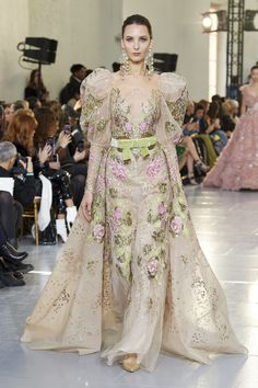 Elie Saab Spring 2020 Couture Fashion Show - Elie Saab Spring 2020 Couture Collection – Vogue - Elie Saab Couture, Haute Couture Dresses, Haute Couture Fashion, Elie Saab Spring, Couture Looks, Style Couture, Fashion Show Collection, Couture Collection, Elie Saab Bridal
