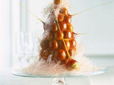 Französische Hochzeitstorte (Pièce montée) ist ein Rezept mit frischen Zutaten aus der Kategorie Hochzeitstorte. Probieren Sie dieses und weitere Rezepte von EAT SMARTER!