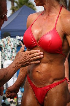 MR. AND MS. MUSCLE BEACH BODY BUILDING COMPETITION, VENICE BEACH, CAIFORNIA, 2007     Tips on how to eat healthy