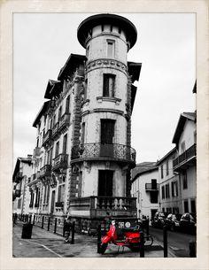 San Juan de Luz. In red.