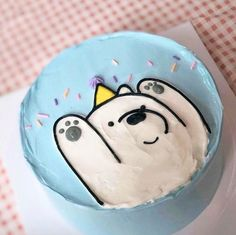 Ice bear likes cake Cute Cakes, Pretty Cakes, Sweet Cakes, Cute Food, Yummy Food, Bear Cakes, Let Them Eat Cake, Just Desserts, Amazing Cakes
