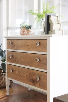 Chalk Paint vs Milk Paint: Which is Better? Answering common questions about the difference between chalk paint vs milk paint, such as which is better and what to use when. Antique Bedroom Furniture, Refurbished Furniture, Repurposed Furniture, Furniture Makeover, Rustic Furniture, Modern Furniture, Dresser Makeovers, Primitive Furniture, Handmade Furniture