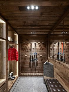 DPAGES - a design publication for lovers of all things cool & beautiful Chalet Design, Chalet Style, Chalet Ski, Ski Chalet Decor, Construction Chalet, Chalet Interior, Black Walls, Skiing, House Ideas