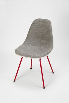 Eames Side Chair Nr 1 by Charles & Ray Eames/Reha Okay CHF 1400 Manufacturer: Herman Miller/Okay art  Material: Laquered Metal, New Upholstery