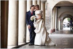"""Silvia sognava un'abito da sposa che fosse soltanto """"suo""""... poi, la scintilla: """"mi ha colpito per il tessuto e per il modello, sembrava una scultura: provandolo, mi sono sentita la più bella del mondo!"""". Vivi anche tu la loro giornata emotivamente impegnativa, romantica, suggestiva, meravigliosa e magica! Vivi la storia di Silvia & Emanuele."""